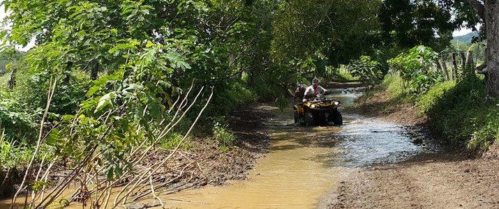 Luxury ATV Tour - Quad sur chemin inondé