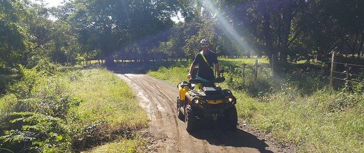 Luxury ATV Tour - Quad sur chemin