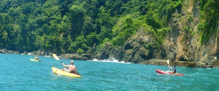 Dominical Surf Adventures - Kayak en mer jungle eau turquoise