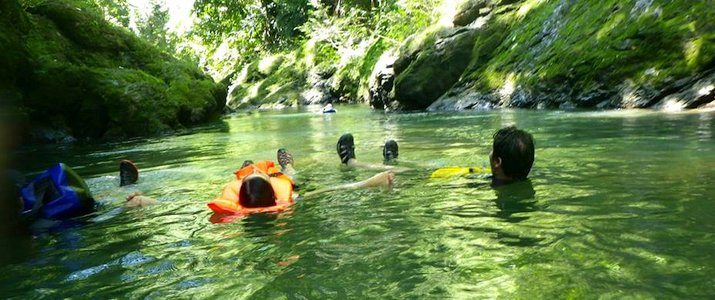 Pacheco - The Floating Tour Eau Emeraude Rivière Jungle Verdure Nature Osa Corcovado Drake Bay Bahia