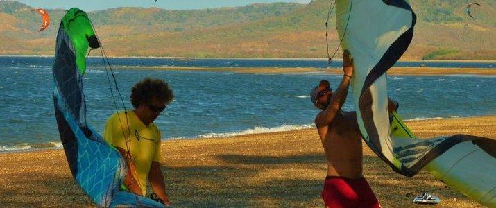 Kite Boarding Costa Rica Bahia Salinas Guanacaste Playa Copal Riders Ride Ocean Préparatifs Plage