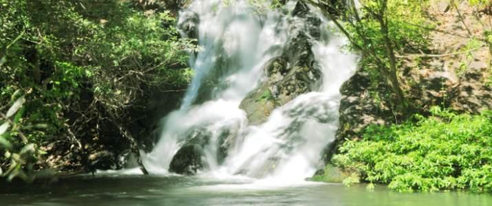 Rio Negro Rincon de la Vieja Hacienda Guachipelin Adventure Tours Volcan Cascade Rivière