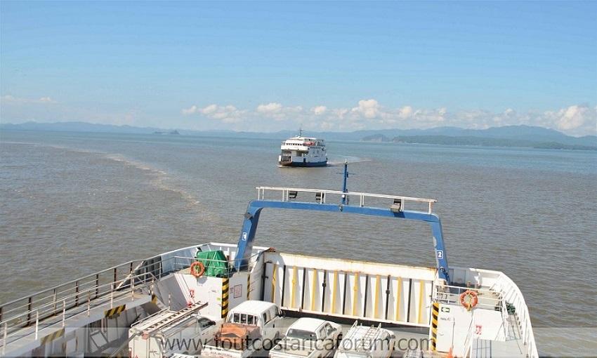Ferry sur le Golfe de Nicoya