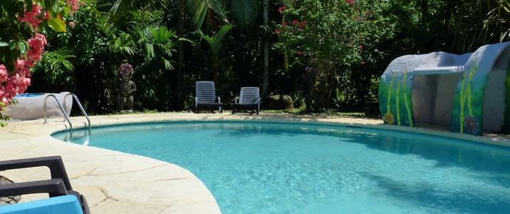 Colibri rouge Cahuita Caraïbes Sud Piscine Jacuzzi Espace commun