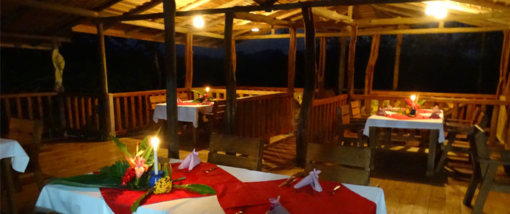 Pedacito de Cielo Boca Tapada Cabinas en Bois sur piloti Jungle Restaurant en Bois