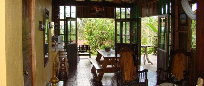 Josipek Chachagua Salle Commune Bois Meubles Verdure