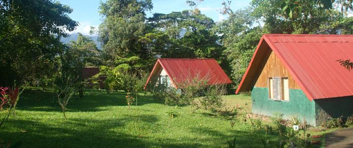 Albergue El Socorro Arenal Puerto Viejo de Sarapiqui San Miguel Bungalows Jardin