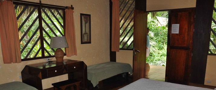 Shawandha Lodge Caraïbes Sud Puerto Viejo de Talamanca chambre lit double en bois
