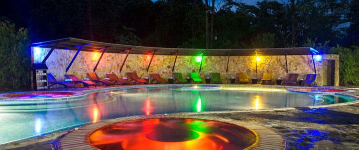 Rio Celeste Hideaway Hotel Costa Rica Piscine Nocturne