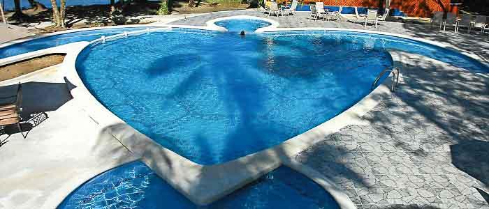 Aninga Hotel & Spa piscine détente chaises longues