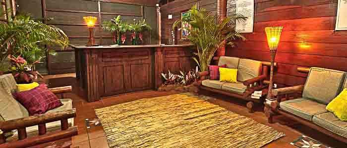 Aninga Hotel & Spa Réception accueil fauteuils plantes bois