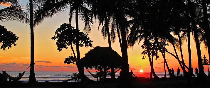 Clandestino Beach Resort Pacifique Centre Parrita Coucher de Soleil Hamac Palmiers