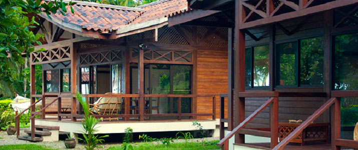 Kenaki lodge Caraïbes Sud Cahuita bungalow bois nature