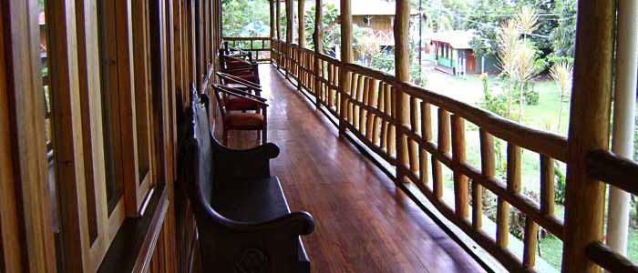 Hotel Miss Junie's Iguana Verde terrasse balcon bois fauteuil vue