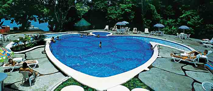 Pachira Lodge Tortuguero piscine tortue détente transat