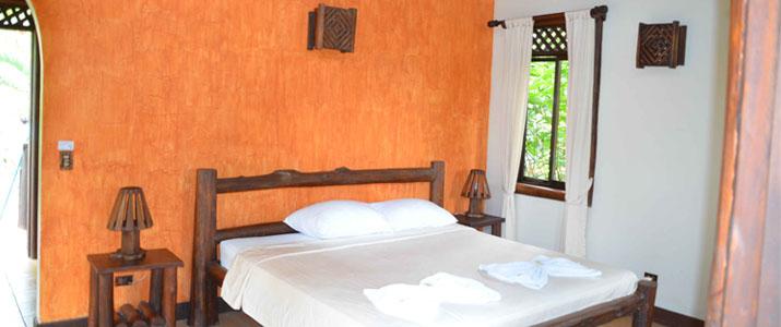 Maquenque Lodge Boca Tapada Verdure Cabina en Bois Literie Lit Double