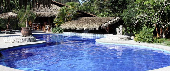 Suizo Loco Lodge Caraïbes Sud Cahuita piscine gigantesque jardin arbres