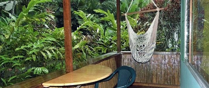 El colibri lodge Caraïbes sud Manzanillo bungalow nature bois terrasse forêt