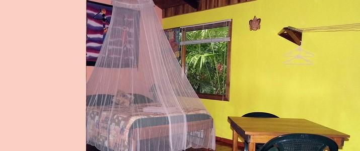 El colibri lodge Caraïbes sud Manzanillo chambre avec lit double et moustiquaire