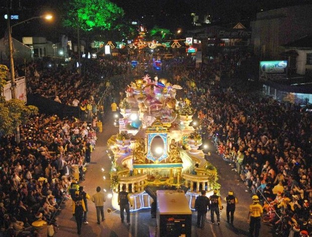 fêtes fin d'année chariots carnaval tope chevaux costa rica